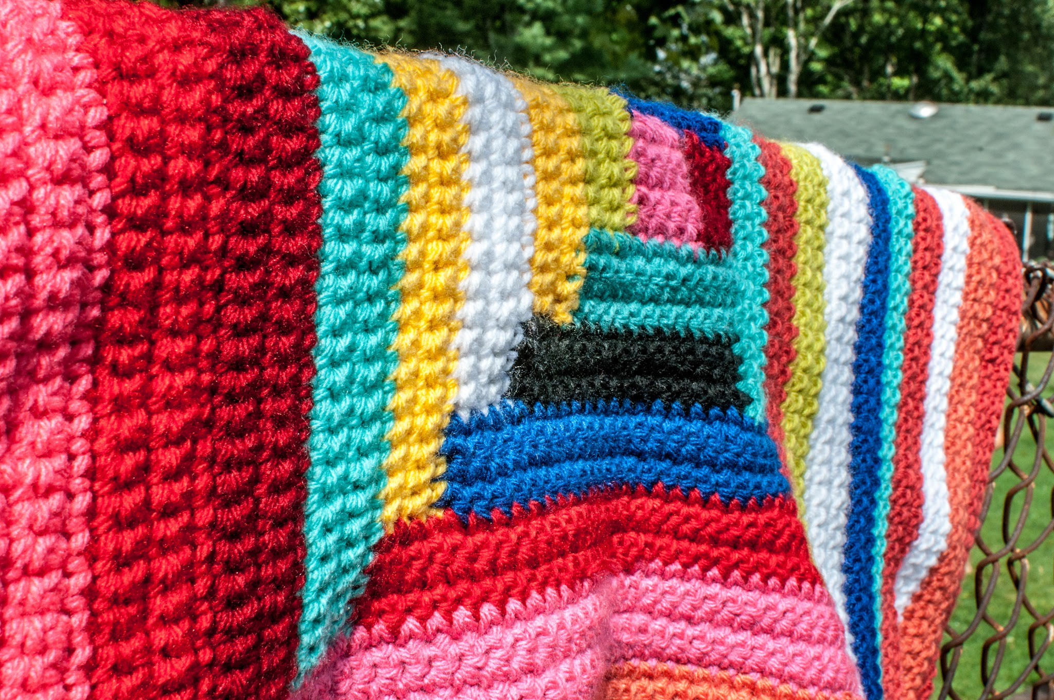 yarnbomb close-up - hijennybrown